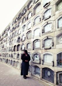 Ana en el cementerio del Callao, Peru.